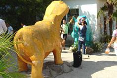 Ялтинский зоопарк Сказка. Скульптурный ансамбль Носорог и Бегемот