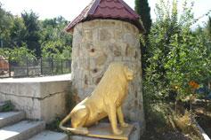 Ялтинский зоопарк Сказка. Скульптура Льва
