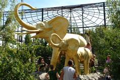Ялтинский зоопарк Сказка. Скульптура слонов